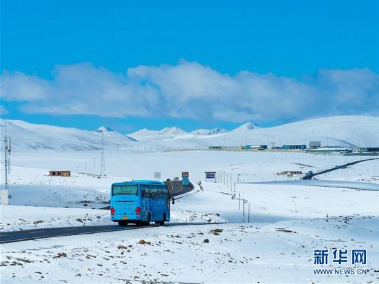 风雪川藏线 带来了浓浓的雪域风情
