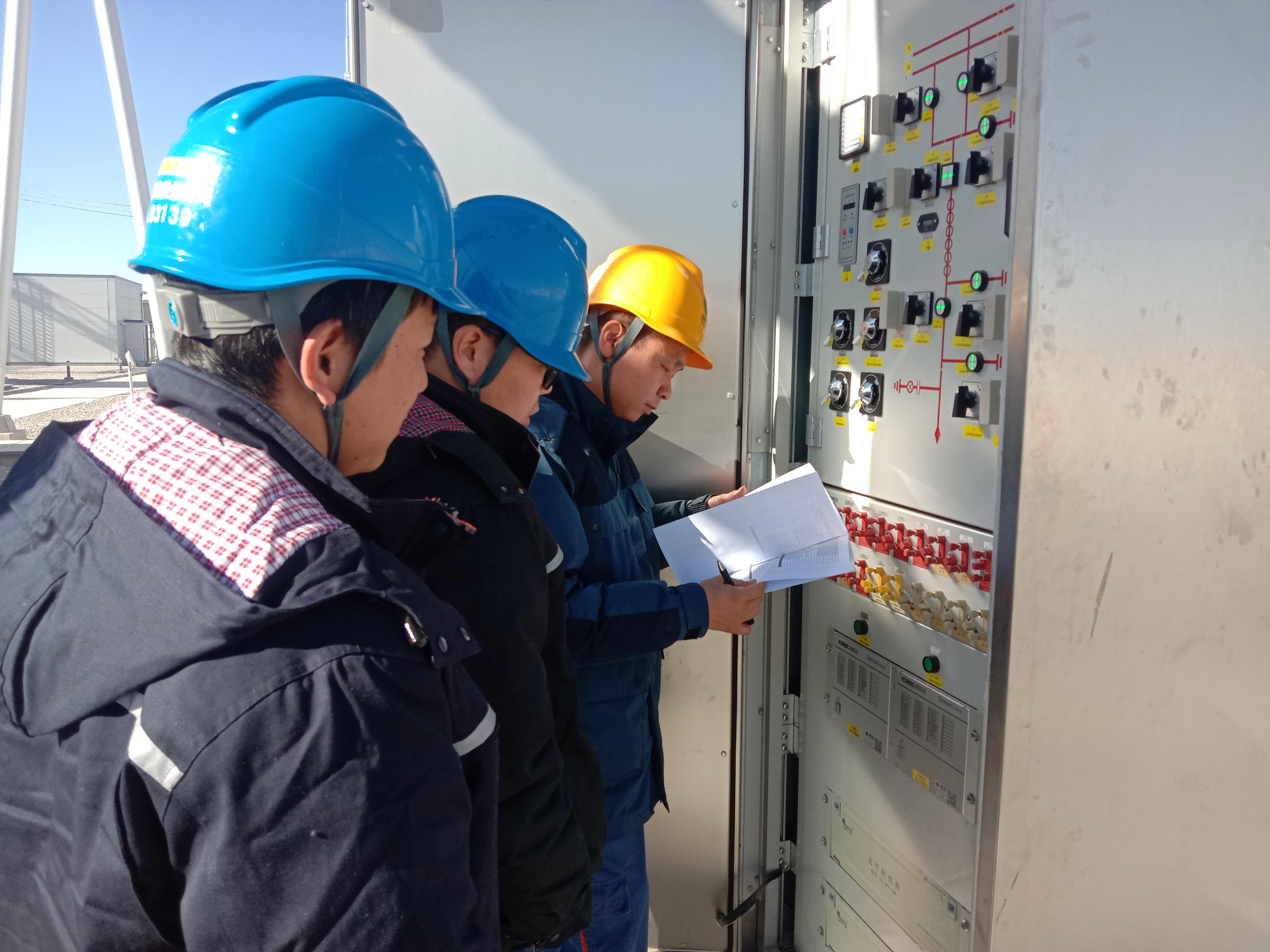 """格库电铁(青海段)全部供电工程投运 为""""大漠新丝路""""的开通注入了""""血液"""""""