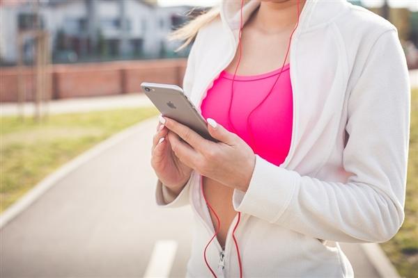 快节奏的音乐可以使锻炼更容易和更有益!